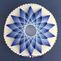 Winter Star | Sweet Prodigy This is royal icing stringwork piped on a sugar cookie.