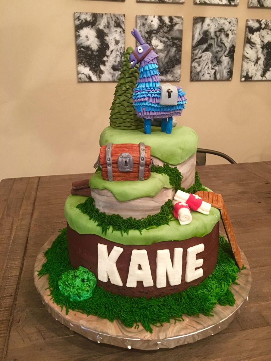 Fortnite Cake - CakeCentral.com