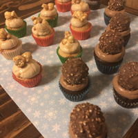 Christmas Cupcakes Hazelnut and caramel popcorn.