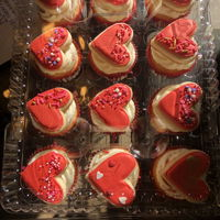 Valentine'S Day Cupcakes Cupcakes with mini heart cookie toppers