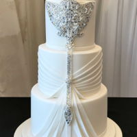 Bling Wedding Cake This is not one of my own designs and I wish I knew who originally make it so that I could credit them for such a beautiful design.I'...
