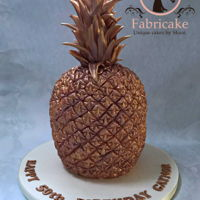 Pineapple Cake A chocolate orange flavour rose gold pineapple cake!