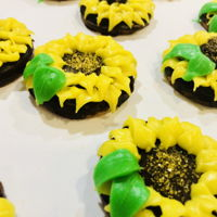 Sunflower Cookies Teacher appreciation week! Vanilla almond cookies with chocolate ganache and buttercream frosting.
