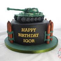 Military Cake Tank is made out of rkt, covered in fondant Http://www.instagram.com/sweetstudio.ie