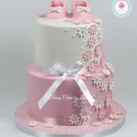 Pretty Baby Shoe Cake Very pretty 2-tier baby shoe cake design. Perfect for so many different baby/child occasions. Checkout my video tutorial demonstrating how...
