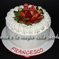 Cake With Cream And Strawberries ... and to end the year, simple simple cake filled with diplomatic cream and covered with fresh cream and strawberries, for Francesco!I...