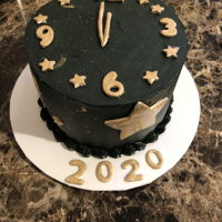 New Year'S Round cake simulating clock.