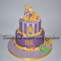 Rapunzel Cake Oh Rapunzel, but when do you cut these braids ?? Rapunzel and the chameleon Pascal on the cake for the 3 years of the little Mia!