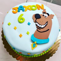 Scooby Doo Cake Fondant covered cake with fondant decorations